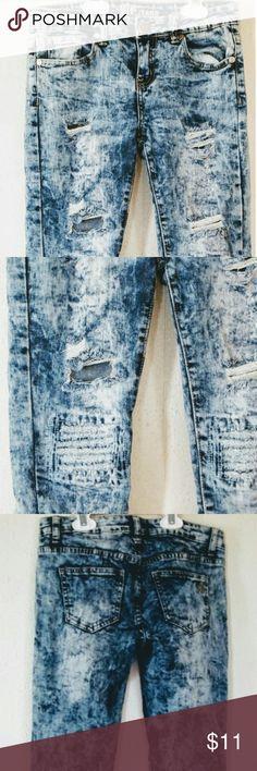 ❗CUTE ALERT❗Splotty skinny jeans Va va VOOM! 😍 ©V.I.P JEANS // Size 1/2  ×× Waist vintage jean shorts , Well used , nonetheless adorbs !! 💋 ××  ××× Handling time is 4 to 7 days ! ××× V.I.P Jeans Jeans Skinny