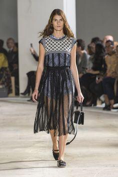 Giambattista Valli inova no uso dos babados - Vogue   Desfiles