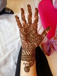 Check out the 60 simple and easy mehndi designs which will work for all occasions. These latest mehandi designs include the simple mehandi design as well as jewellery mehndi design. Getting an easy mehendi design works nicely for beginners. Palm Mehndi Design, Full Hand Mehndi Designs, Simple Arabic Mehndi Designs, Henna Art Designs, Mehndi Designs 2018, Mehndi Designs For Girls, Mehndi Designs For Beginners, Modern Mehndi Designs, Mehndi Design Photos