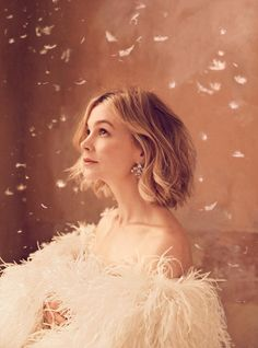Carey Mulligan poses in Saint Laurent leather and ostrich feather dress Carey Mulligan Hair, Carrie Mulligan, Cover Girl Makeup, Glamorous Dresses, Feather Dress, Poses, Harpers Bazaar, Alfred Stieglitz, New Hair