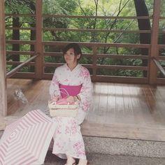 我听见 下雨的声音 想起你用唇语 说爱情 #rainydays #kyotojapan #yukata #pinkyukata #kyotosummer #throwbackkyoto #kiyomizudera #pupuru #wifirental