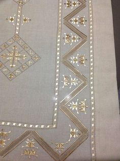 """diy_crafts- """"Discover thousands of images about Zhr"""", """"This post was discovered by cey"""", """"Table runner with embroidery f"""" Hand Embroidery Flowers, Types Of Embroidery, Embroidery Patterns Free, Embroidery Needles, Machine Embroidery, Embroidery Designs, Broderie Bargello, Bargello Patterns, Monks Cloth"""
