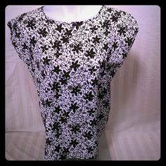 STUNNING floral blouse size l STUNNING square top. Euc jessica michelle Tops Blouses