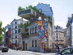 Prefab structures jut out from the roofs of Paris' charming architecture, adding affordable real estate to the densely-packed, land-scarce city in the only way possible: building up. While other ci… Green Architecture, Sustainable Architecture, Interior Architecture, Parasitic Architecture, Architecture Parisienne, Green Design, Paris Buildings, Paris Rooftops, Modular Housing