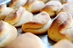 Parker House Rolls, a must have at Thanksgiving dinner from @ThePioneerWoman #thankgiving