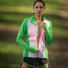 Keep dry from the spring rain with this Saucony jacket. And don't forget to wash it in Nikwax Tech Wash when dirty so the jacket keeps you dry!