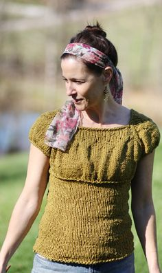Perfect little top for fall! Only I don't really care for that yarn. Emmaline pattern on knitty.com #knitting