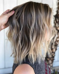 Are you going to balayage hair for the first time and know nothing about this technique? We've gathered everything you need to know about balayage, check! Dark Roots Blonde Hair Balayage, Blonde Hair With Roots, Balayage Hair Blonde, Hair Highlights, Blonde Highlights On Dark Hair Short, Color Highlights, Chunky Highlights, Caramel Highlights, Blonde Hair For Brunettes
