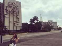 革命広場でチェゲバラと with Che Guevara and Camilo Cienfuegos at the plaza de la revolucion in Habana. #cheguevara #camilocienfuegos #plazadelarevolucion #habana #cuba by azu1002