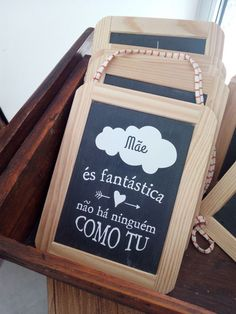És Fantástica! Não há ninguém com tu! Chalkboard Quotes, Art Quotes, Container, Good Things, Messages, Products, The World, Canisters