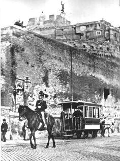 ROMA appena l'altroieri... Rara immagine di un omnibus (a cavalli) sotto a Castel S. Angelo: