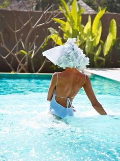 Everyone needs a hat like this while in the swimming pool ! Very Cute :) Summer Dream, Summer Of Love, Summer Fun, Summer Time, Illustration Mode, Love Hat, Bathing Beauties, Happy Weekend, Hello Weekend