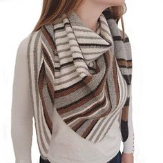 Quartucciu is a simple but beautiful triangular symmetrical shawl with an interesting sideway striping. Its' style can be described as Scandinavian minimalist and it's made out of: single crochet / natural colors / 100 % alpaca.