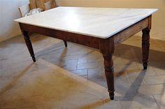 Interior design recupero tavolo con gambe in legno e piano in marmo di carrara. dimensione: 200 cm x 100 cm x h 75 cm SESTINI E CORTI