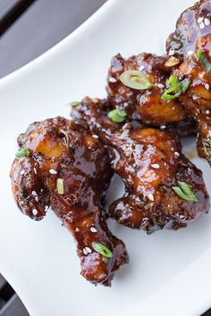 Tender chicken drumettes marinated in Coca-Cola and spices, deep fried and tossed in a spicy Korean BBQ glaze. Korean Bbq, Korean Food, Kfc, Sauce Recipes, Cooking Recipes, Grilling Recipes, Bbq Wings, Chicken Wing Recipes, Appetizer Recipes