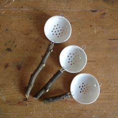Da fare Persian/ morrocan tea strainer Porcelain tea-strainers by MimiOshi Ceramic Pinch Pots, Ceramic Spoons, Ceramic Plates, Ceramic Pottery, Pottery Art, Ceramic Art, Pottery Shop, Clay Cup, Tadelakt