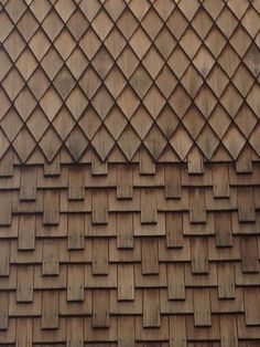 Trendy Wood Pallet Home Decor Stains 66 Ideas Wood Facade, Timber Cladding, Exterior Cladding, Wood Architecture, Architecture Details, Pallet Home Decor, Shingle Siding, Cedar Shingles, Roof Tiles