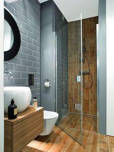 A conventional style bathroom design with granite countertops. Ikea Bathroom, Bathroom Layout, Small Bathroom, Master Bathroom, Washroom Design, Modern Bathroom Design, Bathroom Interior Design, Ideas Baños, Small Toilet