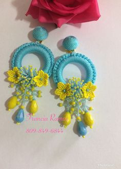 Así quedaron mis aretes Diy Thread Earrings, Jewelry Design Earrings, Tassel Jewelry, Fabric Jewelry, Diy Earrings, Thread Bangles, Beaded Jewelry, Crochet Necklace Pattern, Crochet Motif