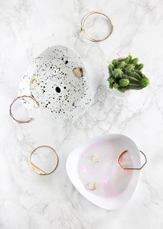 DIY lovers rejoice! This paint splatter dish is so cute and can hold things from jewelry to paper clips! Perfect DIY desk topper!