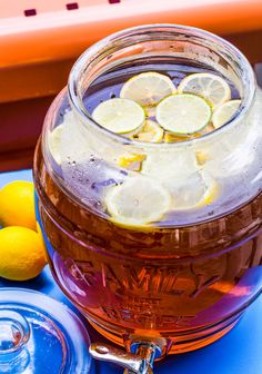 Ah, sun tea. The nostalgic beverage from childhood that brings back warm memories of sitting out on our back porch sipping tea and spitting watermelon seeds. It seems that all my adolescent summert… Sun Tea Recipes, Drink Recipes, Watermelon Vodka, Sipping Tea, Brewing Tea, Ree Drummond, Tea Blends, Glass Containers, Summer Days
