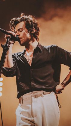 harry styles outfits best outfits - Page 3 of 100 - Celebrity Style and Fashion Trends Styles Harry, Harry Styles Pictures, Harry Edward Styles, Harry Styles Fashion, Harry Styles Concert, Harry Styles Imagines, Sign Of The Times Harry Styles, Harry Styles Singing, Harry Styles Clothes