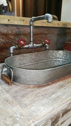Kitchen Sink Galvanized Bucket Sink with industrial pipe faucet - Learn How To Reuse Galvanized Buckets With These DIY Projects - Worth Trying DIY Projects Outdoor Kitchen Sink, Outdoor Sinks, Outdoor Kitchen Design, Rustic Outdoor Kitchens, Kitchen Sink Diy, Outdoor Benches, Floors Kitchen, Outdoor Bathrooms, Outdoor Ideas