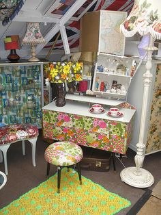 P1010018 by Casper James, via Flickr .....i want that dressing table!