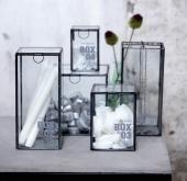 lasilaatikoita