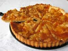 Tradičný francúzsky jablkový koláč • Recept   svetvomne.sk French Apple Tart, Apple Tart Recipe, Czech Recipes, Sweet Cakes, Desert Recipes, Sweet Recipes, Baking Recipes, Sweet Tooth, Sweet Treats