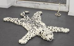 Pom pom Snowleopard. Yes, this is made of pom poms. Amazing!!