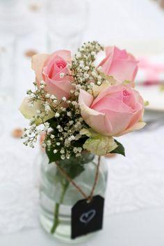 Joli centre de table fleuri Beautiful wedding table decoration. #mariage #wedding Deco Floral, Art Floral, Decoration Table, Table Centerpieces, Wedding Reception, Wedding Day, Engagement Party Decorations, 50th Party, Table Centers