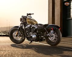 Motorcycle Harley-Davidson Sportster Forty-Eight XL1200X Model 2013 is one of the models with style as well as the garage motorcycle in Harley Custom.  This bike for cruising on the road, with engine 1200 cc Evolution engine-motor with the right Har