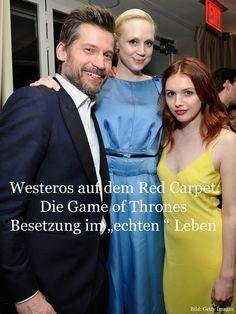 Was macht denn Hannah Murray aka Gilly (zu deutsch: Goldy) mit Brienne (Gwendoline Christie) und Jaime (Nikolaj Coster-Waldau)? Nun - die Game of Thrones Besetzung ist privat längst nicht so verfeindet, wie man das annehmen darf. Wir haben hier die Hauptcharaktere der letzten und aktuellen Staffeln für euch - plus Infos zu den deutschen Schauspielern bei Game of Thrones. Los geht's!
