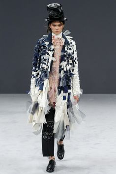 Viktor & Rolf Fall 2016 Couture Fashion Show - Rachel Finninger (OUI)