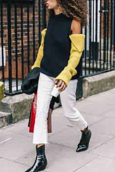 Street stye LFWSS18 #london #londonfashionweek #fashionweek #SS18 #streetstyleinfashionweek ##streetstyle  #style #fashion #inspo #thepinkpineappleblog #fashionart
