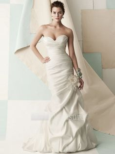 Strapless sweetheart trumpet wedding dress.