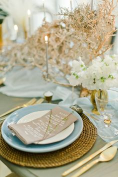 An Ethereal and Elegant Wedding Editorial - www.theperfectpalette.com - Styled Pretty