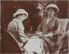 Grã-duquesa Tatiana Nikolaevna e sua mãe a Imperatriz Alexandra Feodorovna na Crimeia em 1914.