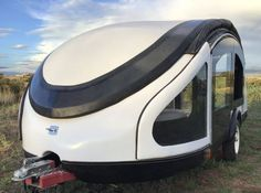 Otherworldly teardrop trailer uses chicken feather composite for light, tiny car-friendly towing Small Travel Trailers, Small Trailer, Lightweight Camping Trailers, Best Campervan, Teardrop Trailer, Teardrop Campers, Camper Trailers, Rv Campers, Tiny Trailers