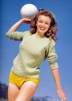 Beautiful Marilyn Monroe Photographed by Andres de Dienes in October 1945