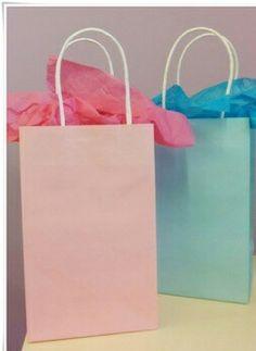 Giftbags in veel mooie kleuren, met stippen en tiger print.. www.partyzz.nl