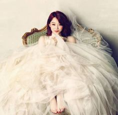f(x)'s Sulli and Park Shin Hye are lovely in white in fashion films for 'CeCi' | allkpop.com