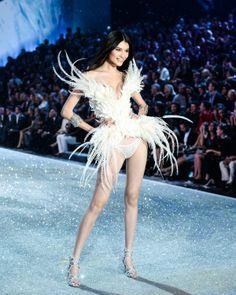 Sui He - Victoria's Secret Fashion Show 2013 #VSFashionShow