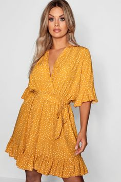 Need unreal plus size dresses ready for any celebration? Check out boohoo's trending edit of curve dresses now! Plus Size Skater Dress, Plus Size Dresses, Short Dresses, Skater Dresses, Wrap Around Dress, Wrap Dress, Dress Up, Plus Size Going Out Outfits, Plus Size Outfits
