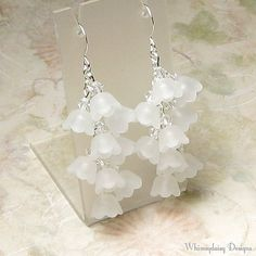 Lily of the Valley White Floral Cluster Crystal Earrings, Spring Earrings, White Flower Earrings, Acrylic Earrings, Spring Flower Jewelry - Jewelry Design Workshop Bead Earrings, Flower Earrings, Crystal Earrings, Flower Jewelry, Couleur Rose Pale, Earrings Handmade, Handmade Jewelry, Diy 2019, Bijoux Fil Aluminium