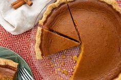 Easy Homemade Pumpkin Pie Recipe from Scratch - How to Make Pumpkin Pie Homemade Pumpkin Pie, Pumpkin Pie Recipes, Pumpkin Pie Spice, Thanksgiving Recipes, Fall Recipes, Thanksgiving Desserts, Fall Desserts, Christmas Desserts, Turkey Recipes