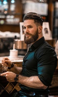 A beard now becomes the style statement for every man. Here are some of the trending beard styles for men that you will love experimenting. Trendy Mens Haircuts, Mens Hairstyles With Beard, Cool Hairstyles For Men, Guy Haircuts, Men's Hairstyles, Trending Beard Styles, Beard Styles For Men, Hair And Beard Styles, Medium Hair Cuts