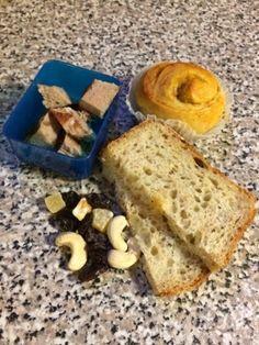 Sukker & Salt: Matpakkeinspirasjon Banana Bread, Salt, Lunch, Desserts, Food, Tailgate Desserts, Deserts, Eat Lunch, Essen
