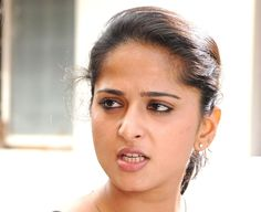 Anushka Latest Photos, Anushka Photos, Beautiful Girl Indian, Most Beautiful Indian Actress, Funny Face Photo, Anushka Shetty Saree, Actress Anushka, South Actress, India Beauty